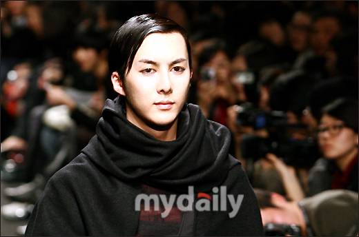Kim Hyung Joon walks for Song Zio at fashion week