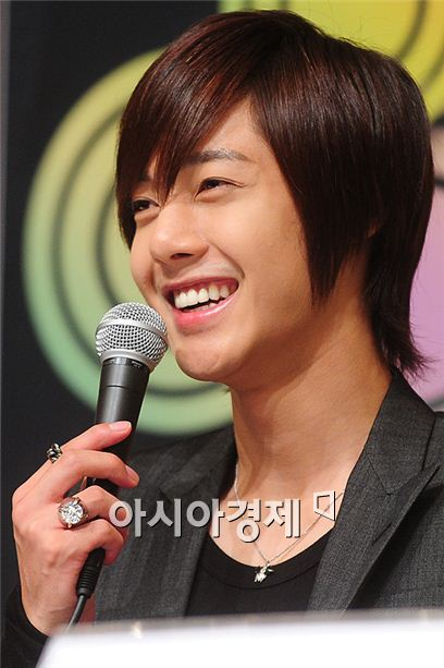 Kim Hyun-joong says SS501 has not disbanded