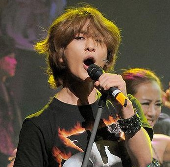Onew's Rock of Ages opens!