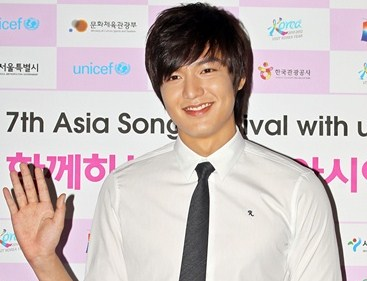 Lee Min-ho flooded by CF Love calls