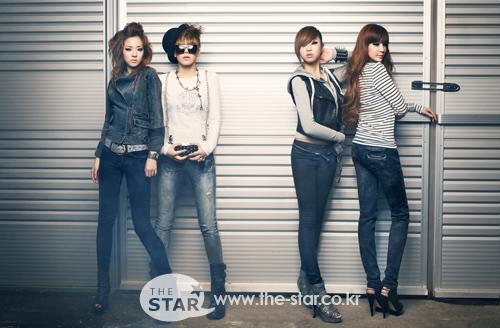 2NE1's hearts under lock and key