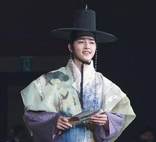 News Bite: Joong-ki's Baby Pics