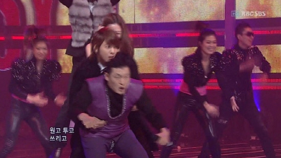 PSY has a Wardrobe Malfunction on Inkigayo