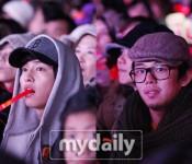Song Joong-ki and Yoo Ah-in attend JYJ Concert in Seoul