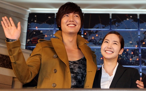 Confirmed: Lee Minho and Park Min Young are an item