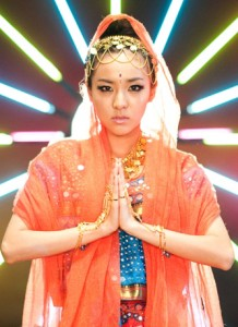 20121003_seoulbeats_2ne1_dara_indian