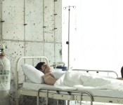 """Conflict with Illness in Kan Jong-wook's """"Stupid"""""""
