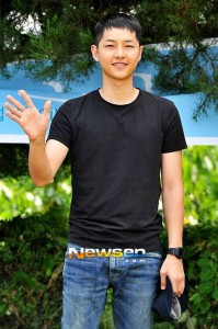 20130830_seoulbeats_songjoongki_enlistment