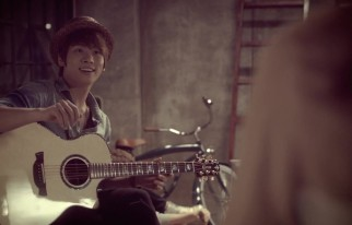 20140824_seoulbeats_shinee_jonghyun_guitar