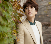 "Kyuhyun Makes Solo Debut with ""At Gwanghwamun"""