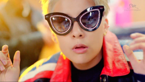 20150213_seoulbeats_amber_shake_that_brass_mv