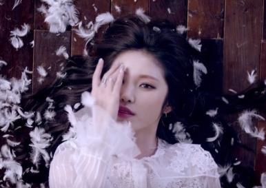 20160407_seoulbeats_hyosung_feathers