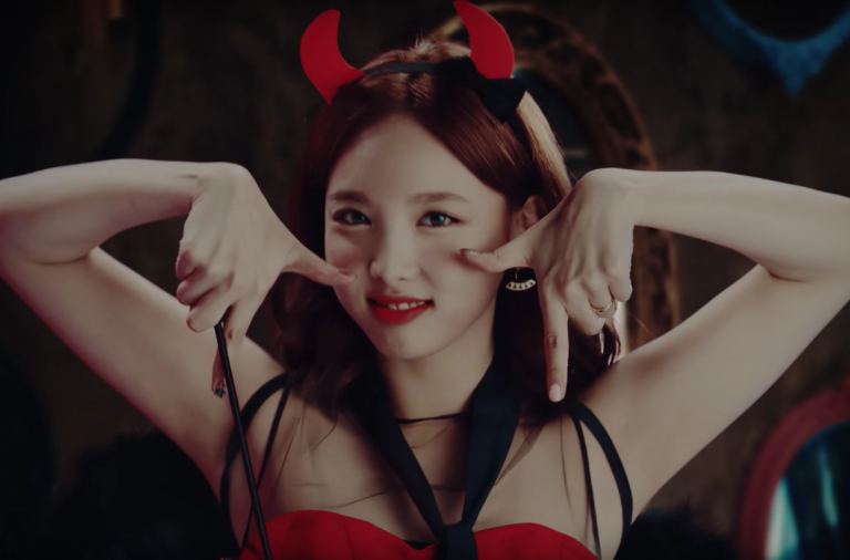 "Twice Does It Again With ""TT"" – Seoulbeats"
