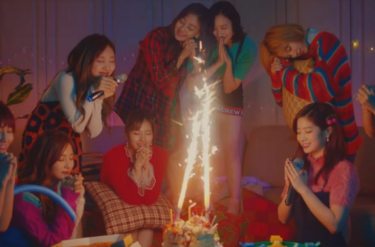 "Twice Easily Entertains With ""Merry & Happy"" – Seoulbeats"